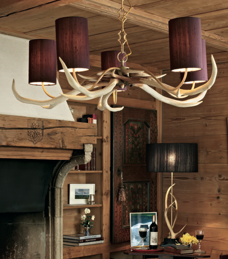 Hanging light British design featuring stag antlers.