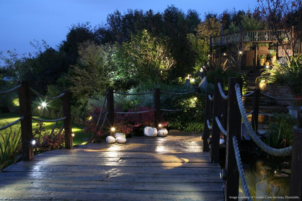 https://www.lightingcompany.co.uk/outdoor-lights-c27