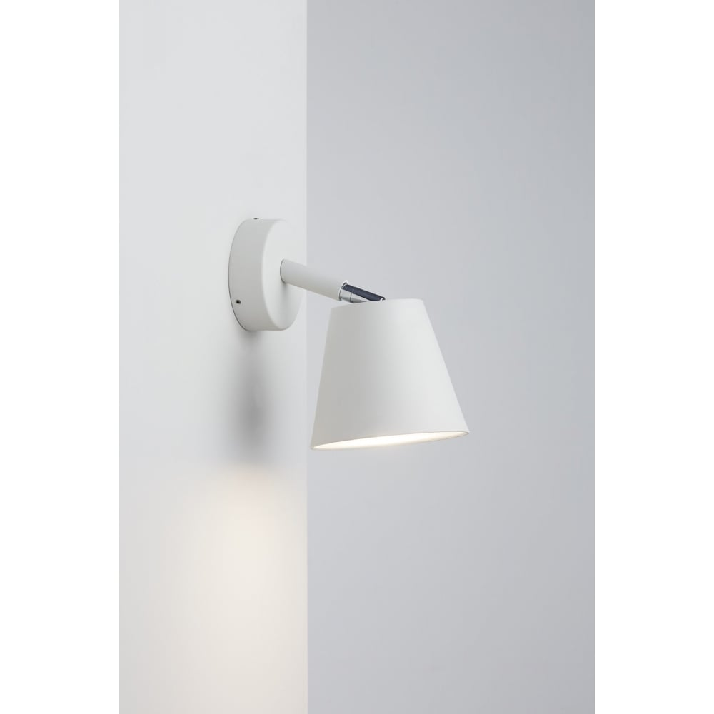 Contemporary led bathroom wall spot light in white finish splash ip s6 white led bathroom wall spot light aloadofball Image collections